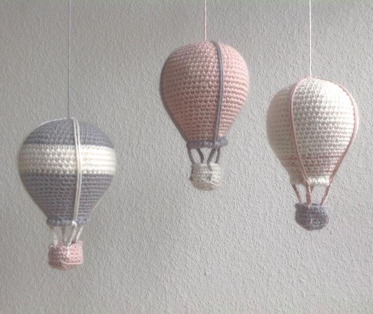"""280 synes godt om, 42 kommentarer – @mormorshaekleliv på Instagram: """"Nye luftballoner fløjet afsted til en lille pige#hækle #hæklet #hækling #haeklet #crochet…"""""""