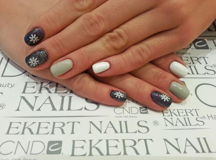 Snow nails :) Perfect grey and white manicure!  Shellac, CND, Vinylux  #ekert #nails