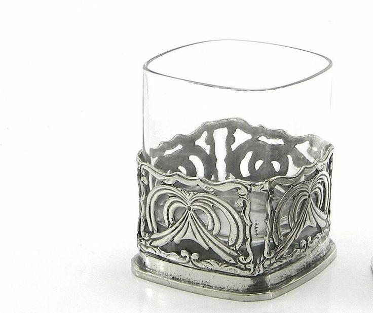 Bicchiere traforato  Bicchiere quadrato con peltro traforato.  Frutto di una lavorazione completamente manuale e del nostro saper fare artigianale.  #artigianato #madeinitaly #peltro #leghe #bicchieri