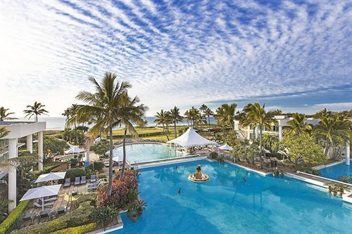 Have you ever stayed at the Sheraton Mirage #Resort & Spa in Main Beach #GoldCoast? Its outdoor pool is so breathtaking! One of my favourite #hotels in the whole world! #Australia