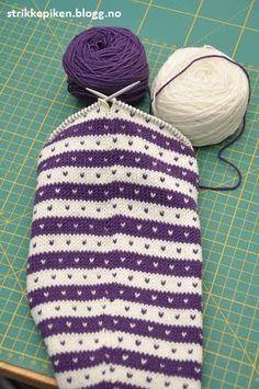 Hvordan strikke striper rundt, uten å få hakk i begynnelse og slutten av omgangen? (Strikkepiken)