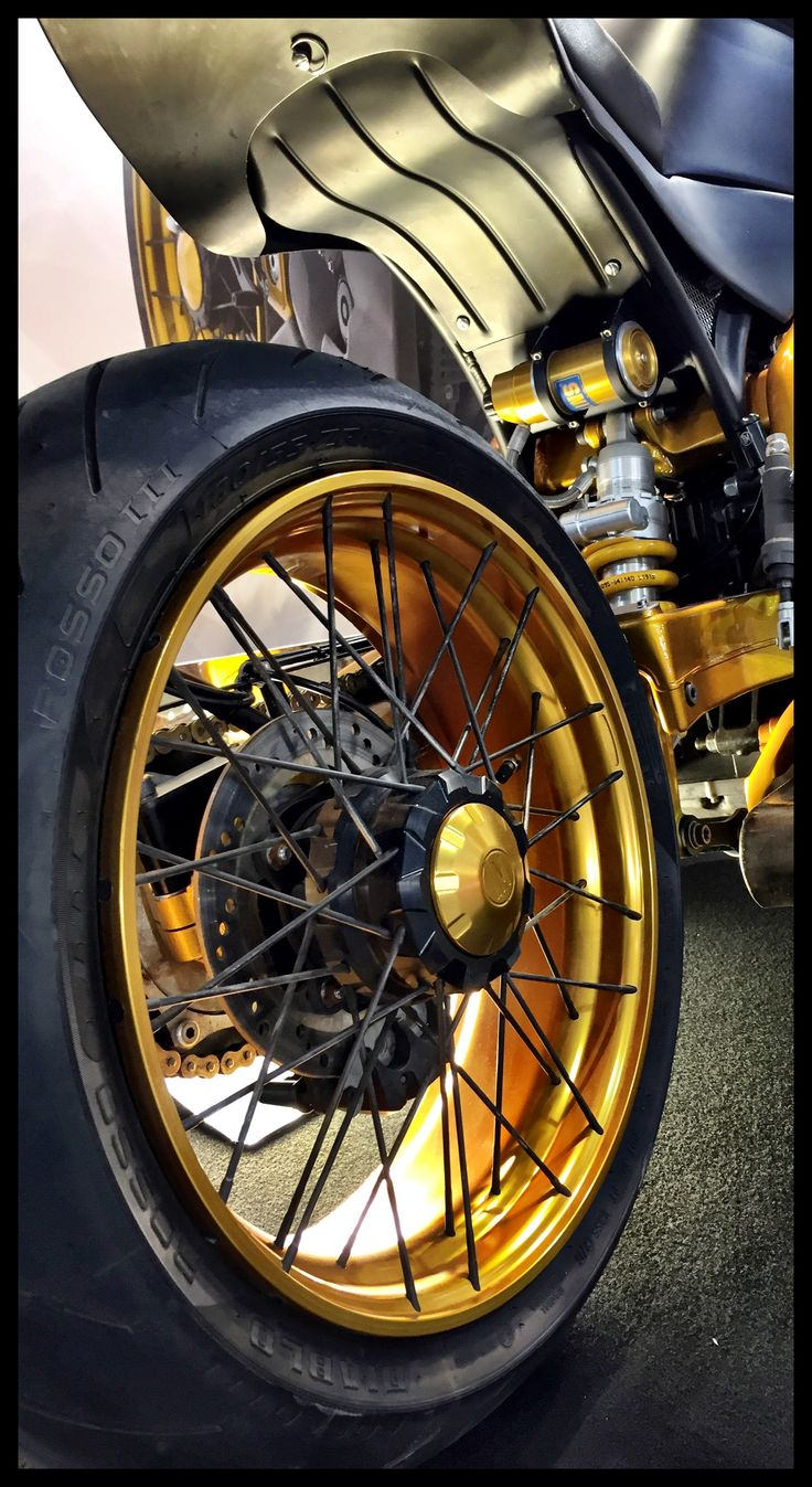 Details of Tripla Competizione 1050cc. #special #motorcycles #wheels #gold #pirelli #ohlins #limitededition #handmade #madeinitaly #style #design