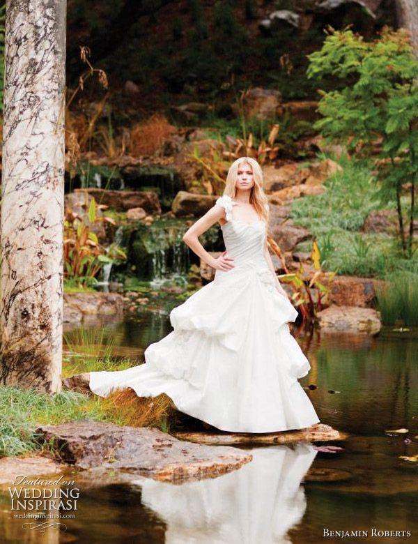 Benjamin Roberts Wedding Gowns 2011   Wedding Inspirasi