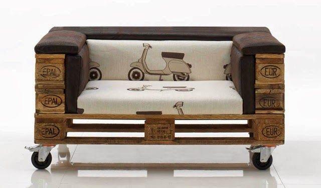 Vendita gommapiuma per lavori di tappezzeria: divano con bancali di legno