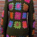 gehäkelte Jacke oder Mantel im Hippy-Look in der Größe 36 schöner, schmaler Schnitt für den Frühling in verschiedenen bunten Farben mit dem Grundton grün - olive gehäkelt nach eigener...