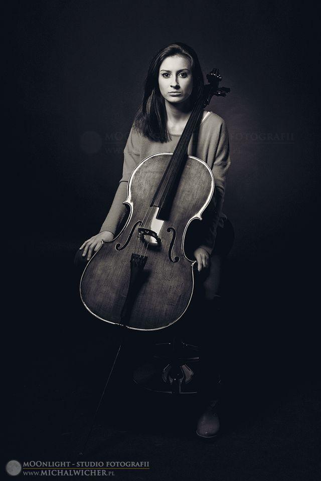 prosty portret wiolonczelistki...to nie gitara :p