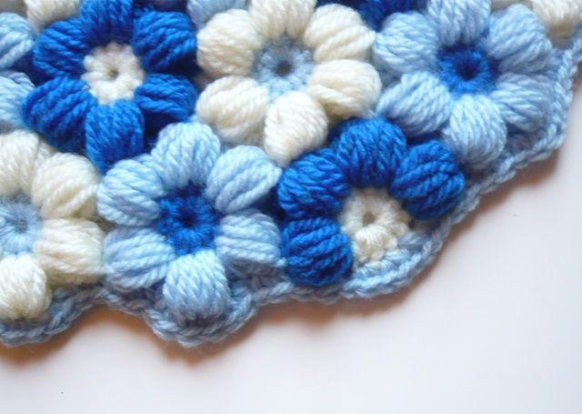 小さなお花の円座 ブルー