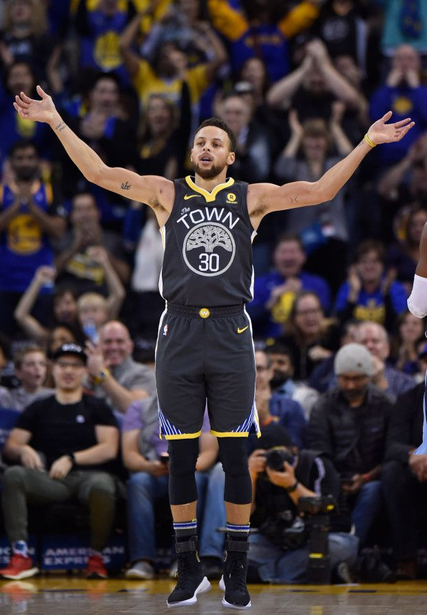 Golden State Warriors' Stephen Curry (30) attempts to get the crowd into the game while playing the Memphis Grizzlies during the second quarter of their NBA game at the Oracle Arena in Oakland, Calif., on Saturday, Dec. 30, 2017. (Jose Carlos Fajardo/Bay Area News Group)