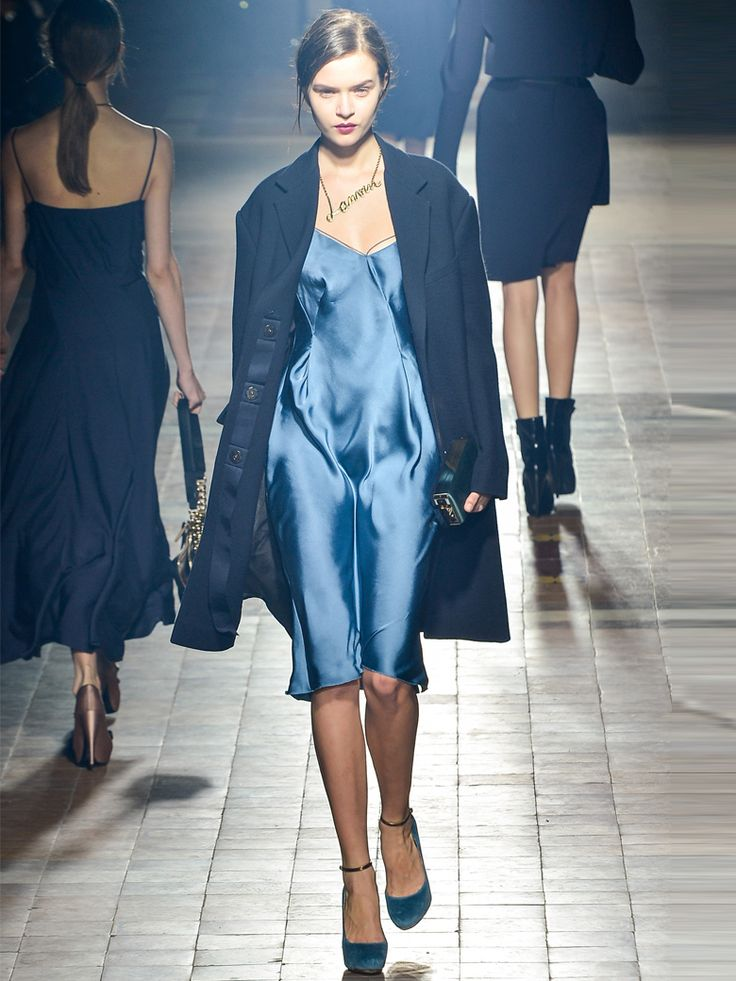 17 best images about bleu petrole on pinterest blue cocktail dresses and blue outfits. Black Bedroom Furniture Sets. Home Design Ideas