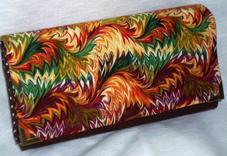 Ručne vyrobená peňaženka z bavlnenej látky.