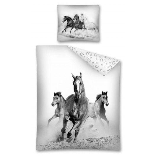 Posteľné obliečky bielo sivej farby s divokými koňmi