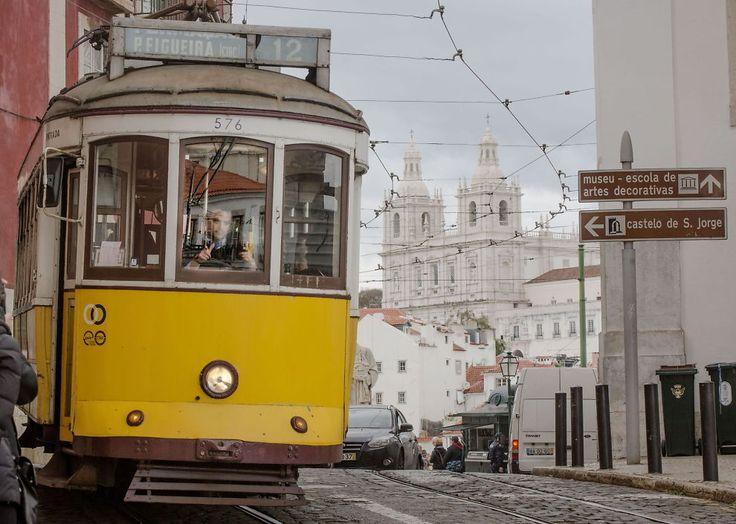 <p>PREGER BYBILDET: De gule trikkene tar deg opp på høydene i Lisboa.<br/></p>