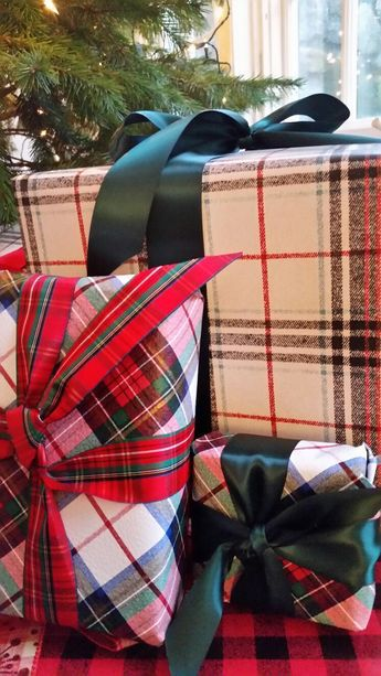 ❥Tartan plaid Christmas wrapping paper packages bows