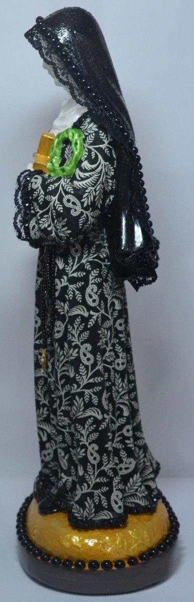 Imagem de Gesso trabalhada, com tecido, perola negra,renda.