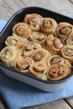 Snelle kaneelrolletjes v croissantjes, suiker, kaneel en gesmolten boter. Lekker maar niet gezond