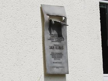 Memorial plaque to Jan Kubis at the entrance to the municipality building C in Krnovské Ulici in Opava.  He was there in 1938 as part of his military service. It isn't damage, but allusion to damage of Heydrich's Mercedes as a result of explosion of anti-tank grenade which was throwed by Jan Kubiš.