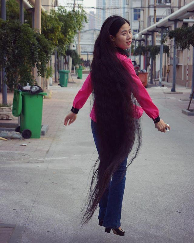 #verylonghair #floorlengthhair #reallylonghair #rapunzel #rapunzelhair #instahair #longbraid #blackhair #长发 #スーパーロング #longhair #asiangirl #chinesegirl #ロングヘア #髪長い #WillyScoutsNYC #fordmodelsscout #longhairgoals #naturallonghair #superlonghair #flowinghair #autumn #jump