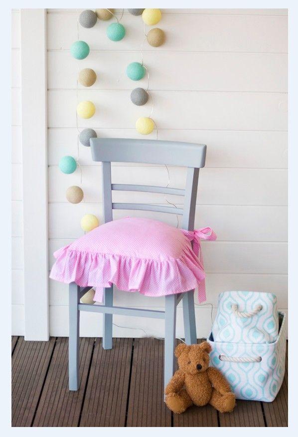 Krzesło THONET różowe z szarą poduszką