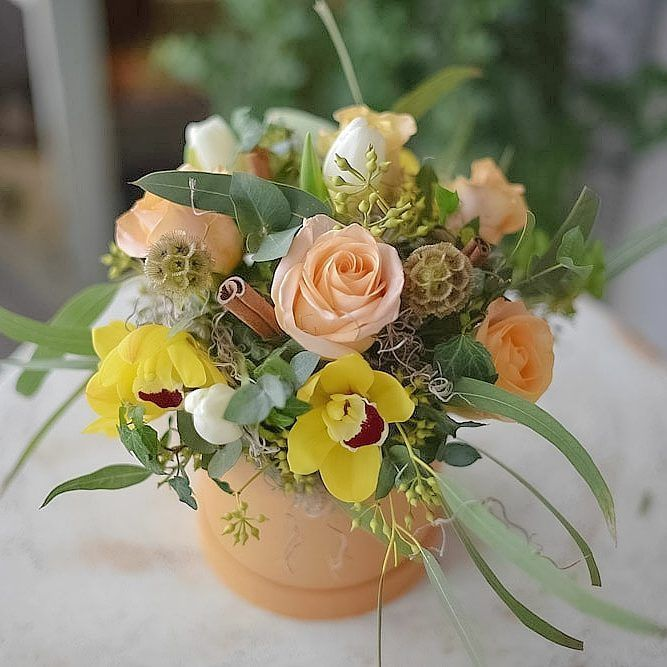"""32 aprecieri, 1 comentarii - Florarie cu gust (@florarie_cu_gust) pe Instagram: """"Peach color. Lovely. #pastel #flowers #florariecugust #florist #peachroses #scabiosa #orhid…"""""""