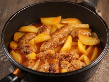 Chiftelute+cu+cartofi+in+sos+de+rosii
