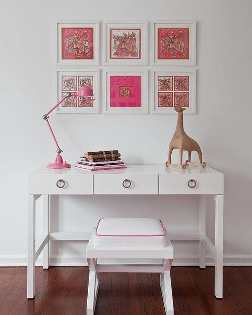 Blanco y rosa en el dormitorio juvenil