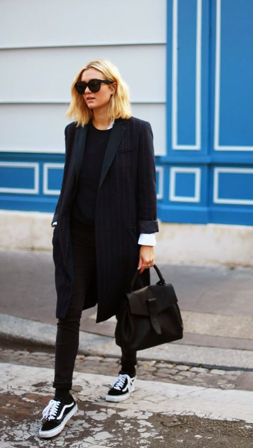 Paris places and style / Monochrome street style