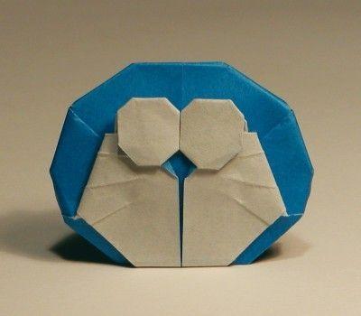 折り紙でつくったドラえもん。1998年頃の創作。折り図も書いた: 折り図の作成は創作以上に根気のいる作業だった。当時はこれをプリントしていろんな人に配っていた(が、今となってはちょっと恥ずかしい)。 追記: この記事を読んで折り紙に興味を持った人に向けて、私のおすすめの本をいくつか挙げておきます。本格折り紙―入門から上級まで作者: 前川淳出版社/メーカー: 日貿出版社発売日: 2007/07メディア: 単行本購入: 20人 クリック: 227回この商品を含むブログ (24件) を見るバラと折り紙と数学と作者: 川崎敏和出版社/メーカー: 森北出版発売日: 1998/08メディア: 単行本購入:…