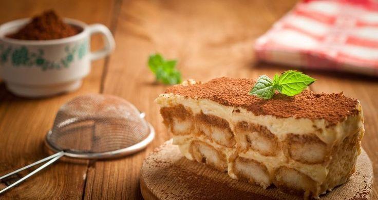 """Το κλασικό ιταλικό γλυκό σε μια πιό ελληνική εκδοχή!    Φτιάχνουμε τα σαβαγιάρ (Βλ. Συνταγή σαβαγιάρ """"ΒΑΣΙΚΕΣ ΓΛΥΚΕΣ"""")   Βάζουμε στο μίξερ το μασκαρπόνε, την κρέμα ..."""