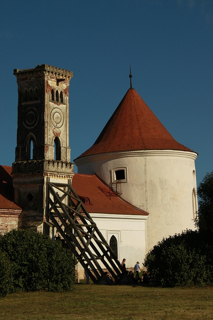 Source: http://only-romania.com/2012/04/bontida-banffy-castle/
