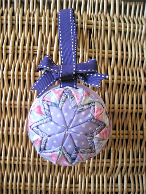 No Sew Quilted Star Homemade Christmas Ornament | A thing of quilted beauty!