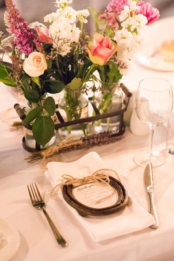 Horse shoe wedding favours perfect for a country wedding / http://www.deerpearlflowers.com/rustic-farm-wedding-horseshoe-ideas/
