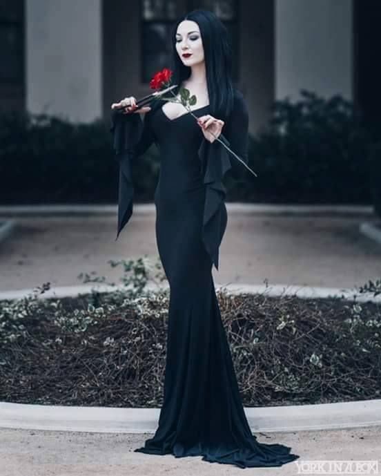 Morticia Addams cosplay by Ashlynn Dae Photo by York In A Box   https://scontent-iad3-1.xx.fbcdn.net/v/t1.0-9/18010713_1941662776064211_4571989847886330458_n.jpg?oh=a3e036f49ccd20288f0aded9234cbefc&oe=59885EEC