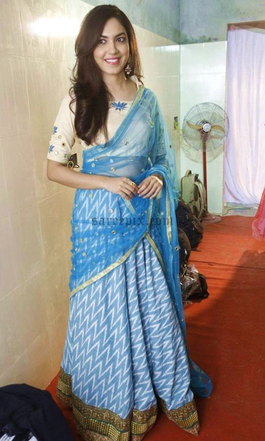 Ritu-varma-half-saree-Pranavi-fashion-show