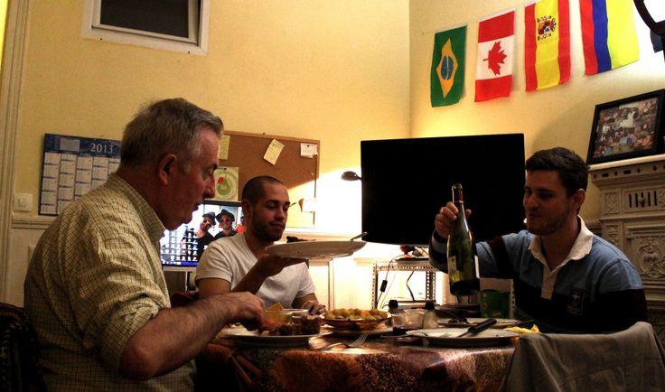 """""""Il n'aura fallu qu'un bon repas et une cuite à Adrian, étudiant en architecture espagnol de23 ans, pour trouver un #logement sur Paris: une #colocation avec Robert Perrot, de plus de 40 ans son aîné""""... A lire sur Le Monde du 20 avril 2014."""