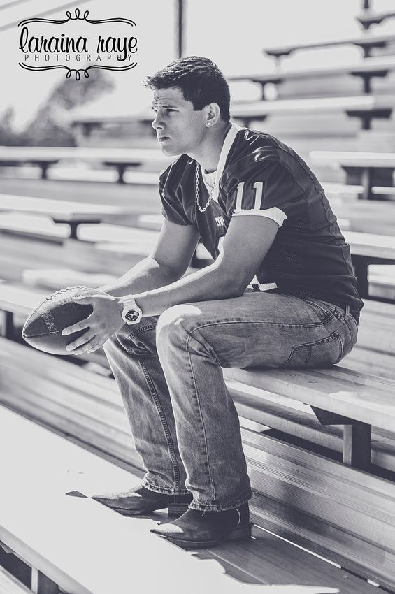 Senior Boy | Senior Pictures | Senior Ideas for Boys | High School Football | Laraina Hase Photography
