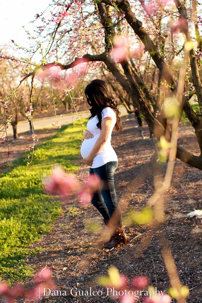 I like this, it would be nice to see her face though too!  Maternity Photo ideas. Maternity Photography. Maternity