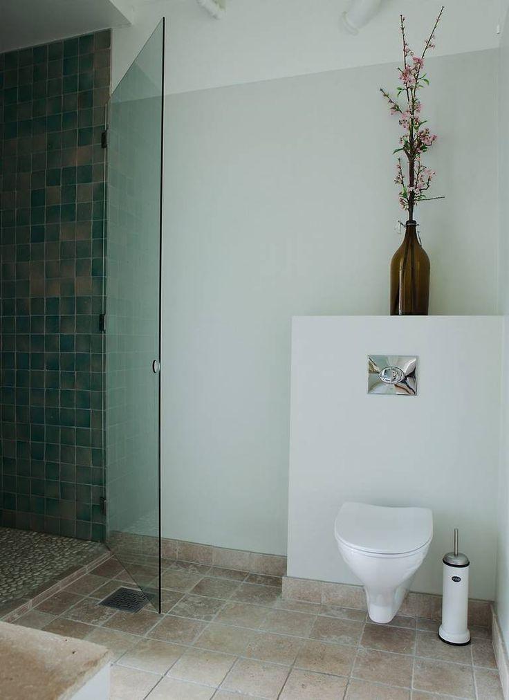 Bolig Ullevål Hageby GRØNN OASE: Et hvitt bad fikk et grønt dusjhjørne for å gjøre det hele mer spennende.