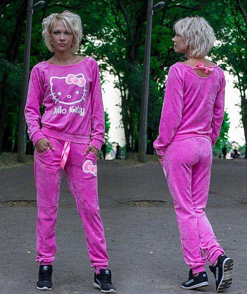 Спортивный костюм Hello Kitty.