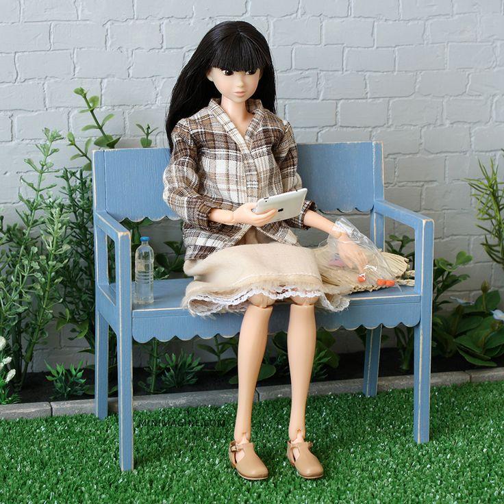 Minimagine: BENCH IN THE GARDEN #momokodoll #dollcollector #dolldiorama #miniplants #garden #playscale minimagine.com