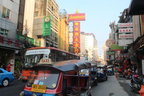 #Chinatown #Bangkok Revisa nuestro artículo sobre compras locales en este país. #Viajes #DesarrolloPeregrino