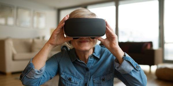 Wearing virtual reality (VR) goggles and watching calming videos significantly reduces pain for hospitalized patients. In a new study published byJMIR Mental Health, a sister publication of theJo…