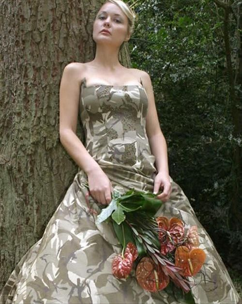 Awesomely Bad Wedding Dresses (18 pics) | SnarkEcards