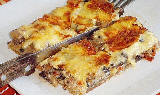 Μια πανεύκολη συνταγή για αρχάριους, για ένα αγαπημένο πιάτο. Μανιταρόπιτα με καρότο και μπέϊκον χωρίς φύλο. Απολαύστε το σαν ορεκτικό, σαν συνοδευτικό στα