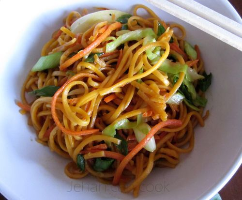 This simple veggie chowmein would be a quick and easy dinner--a handful of fresh coleslaw mix would expedite the process even more...