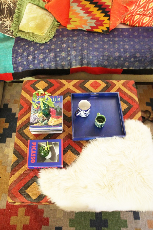 Maximalist Coffee Table Styling tipsCoffe Tables Style, Chalets Style, Coffee Tables Style, Maximalist Coffee, Styling Tips, Style Tips