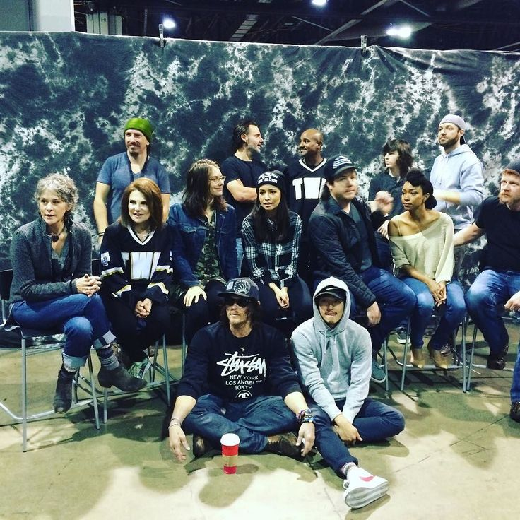 Posted by Tovah Feldshah  With the TWD family for cast photos at the Atlanta Walker stalker. Getting ready for the premiere of flesh and bone tonight NYC #TovahFeldshah #TWD #TheWalkingDead #Deanna November 02 2015 at 07:59AM