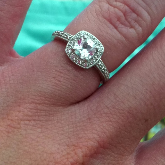 love this style... since this is like the 20th time I've pinned a ring like this.