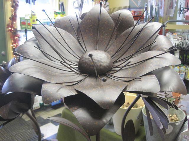Best 25+ Metal Garden Flower Ideas On Pinterest