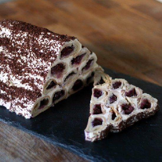 Moldovan Woodpile Cake - also known as Guguta's Cap. Find out why & how to make this fabulous winter make-ahead dessert.