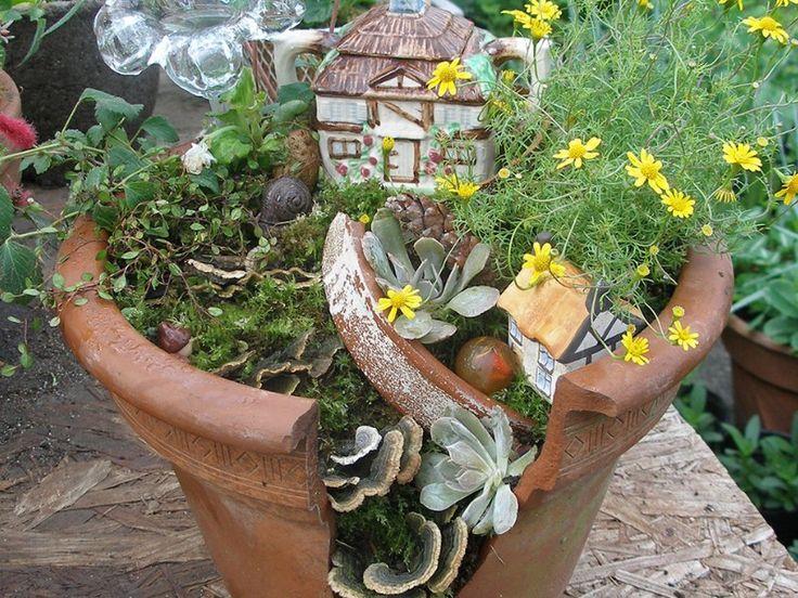 Les 25 meilleures id es de la cat gorie jardins miniatures sur pinterest maisons de f es pour - Deco jardin recyclage ...